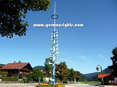 The Maypole outside the tourist office in Reit im Winkl